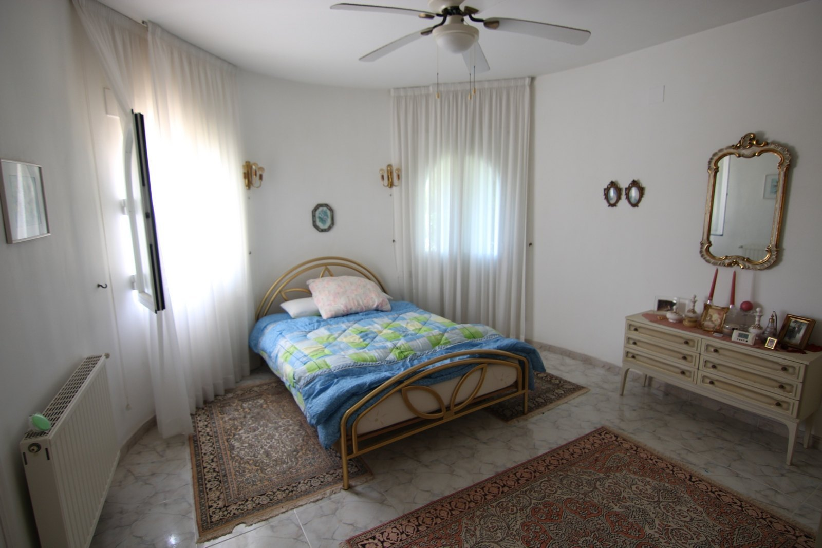 Villa for sale with swimming pool near the beach and golf.