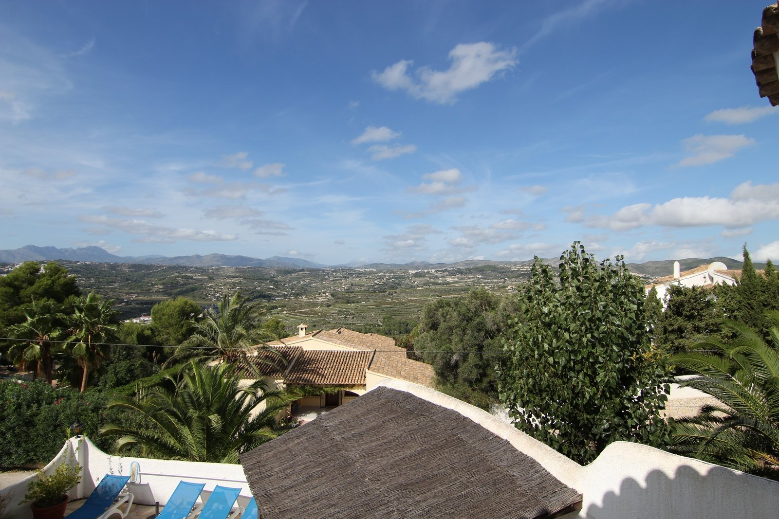 Villa for sale with swimming pool and panoramic views.