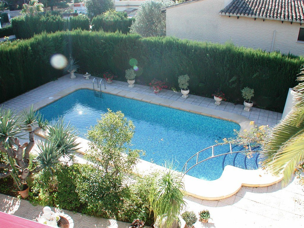 Villa for sale close to Calpe main sandy beach with self contained apartment.