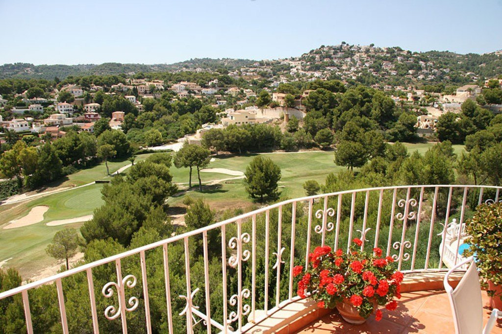 Grand Villa for sale by San Jaime Golf course in Benissa coast with swimming pool and sea views.